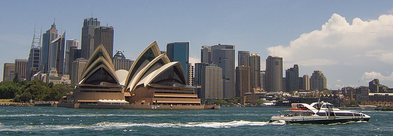 Fichier:Supercat passing the Sydney Opera House - panoramio (118) (cropped).jpg