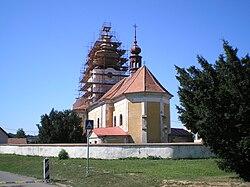 Svinčany kostel od východu.jpg