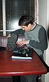 Swan Bar - Abderraouf prépare le matériel pour le concert.jpg