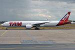 TAM Linhas Aéreas, PT-MUJ, Boeing 777-32W ER (19733055293).jpg