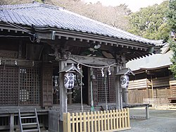 Takaku Shrine in 2002.jpg