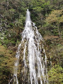 Tarudaki (Maboroshinotaki) Waterfall 2011-05-08 1.jpg