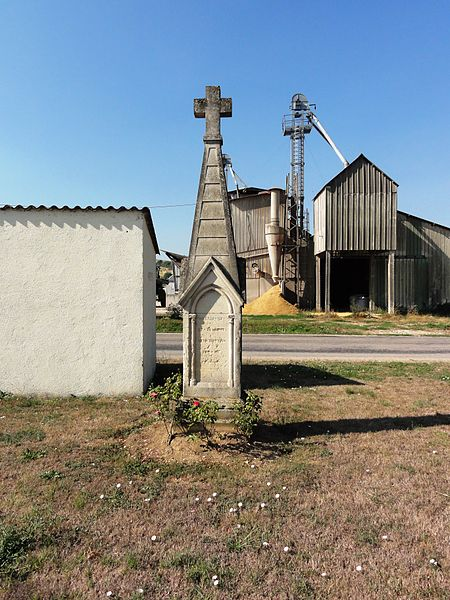 Tilly-sur-Meuse (Meuse) wayside cross and silo