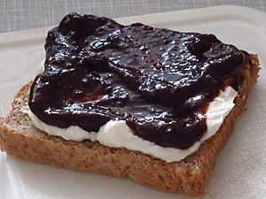 Zwetschge - Toast with quark and schmootsch