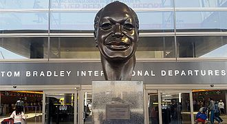 Tom Bradley (American politician) - Bust at Los Angeles International Airport