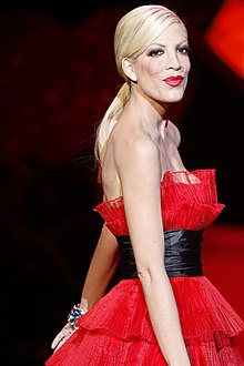 Tori Spelling at The Heart Truth 2009.jpg