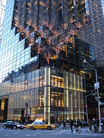 The distinctive facade of Trump Tower, the headquarters of the Trump Organization, in Midtown Manhattan Trump Tower - lower part.jpg