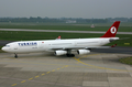 Turkish Airlines A340-300 TC-JDK DUS 2004-5-15.png