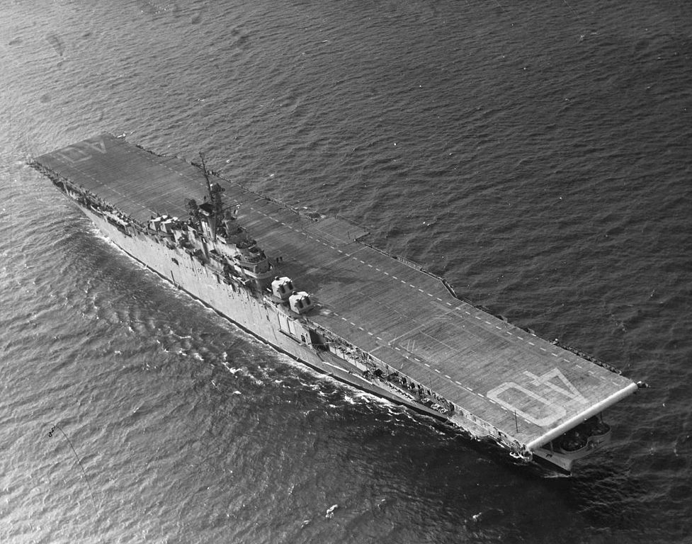 file uss tarawa  cv-40  underway at sea  circa 1948 jpg