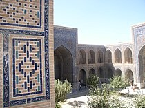 Ulugh-beg Madrassa courtyard.JPG