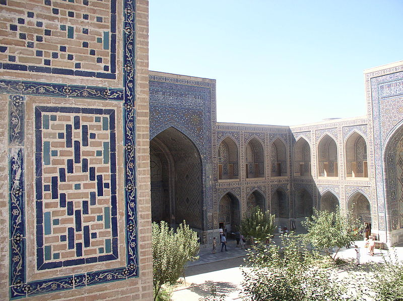Ulugh-beg Madrassa courtyard.JPG
