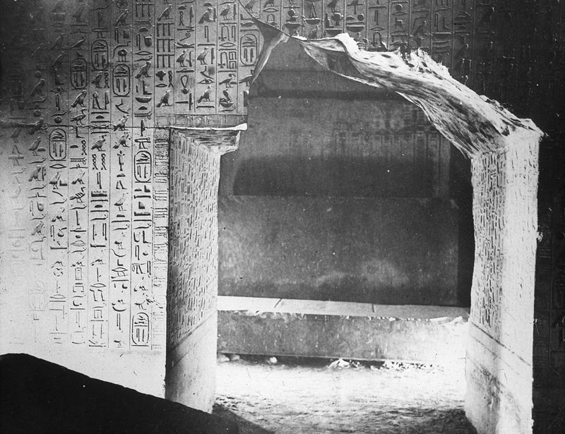 The Pyramid Texts inscribed on the walls of Unas' burial chamber Unas Pyramidentexte.jpg