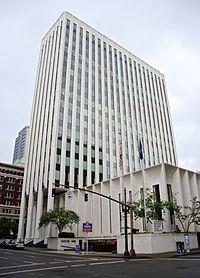 Union Bank of California Tower in Portland from NE in 2016.jpg