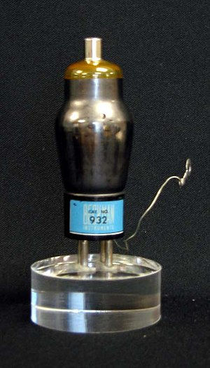 Arnold Orville Beckman - Image: Vacuum Tube for Beckman p H Meter 2006.519