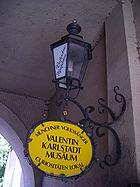 Valentin-Musäum-gelbes Schild.JPG