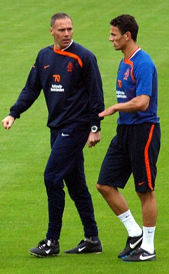 Khalid Boulahrouz - Boulahrouz with former Netherlands manager Marco van Basten.