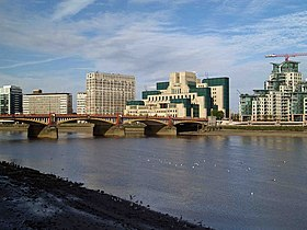 Vauxhall bridge - geograph.org.uk - 1314770.jpg