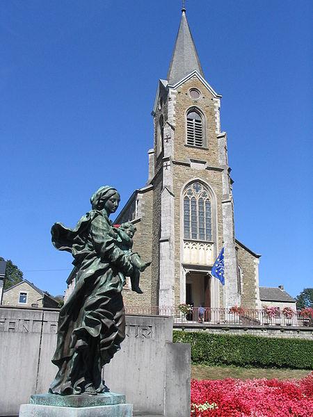 Copie de la Vierge à l'enfant de fr:Jean Del Cour devant l'église de fr:Hamoir.  L'original se trouve en fr:Vinâve d'Île à fr:Liège.