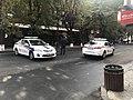 Voitures de police en bas de la rue Abovian (Erevan).JPG