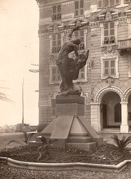 Original 1915 war memorial in Genoa Voltri (Italy); sculptor Vittorio Lavezzari (1864-1938). The monument was meled down during the Second World War for its materials. Voltri 1.jpg