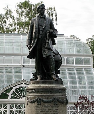 Volunteer Park (Seattle) - The sculpture William Henry Seward in front of the Volunteer Park Conservatory