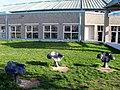 Von der Partnerstadt Besançon gestiftete Sitze auf dem Platz der Regio im Freiburger Seepark.jpg