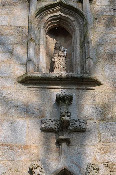 Chapelle Sainte-Anne (XVI° siècle), statue de Sainte-Anne, au dessus de la porte sud, Fr-56-Saint-Dolay.