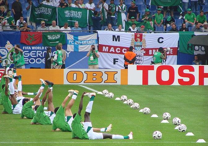 d2ae9a296 لاعبو المنتخب السعودي يستعدون لمباراتهم أمام أوكرانيا خلال كأس العالم 2006  في ألمانيا (19 يونيو