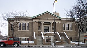 Walker Library (Minneapolis) - The old library building on the east side of Hennepin Avenue
