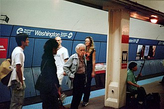 Washington station (CTA Red Line) - Washington in July 2001