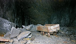 Slate waggon - A rubbish waggon, abandoned in a mine near Llangollen