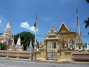 English: View of the Buddhist temple Wat Botum...