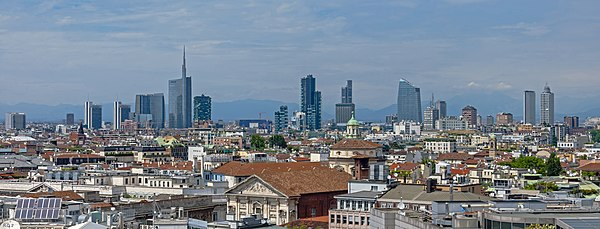 Wide angle Milan skyline from Duomo roof.jpg