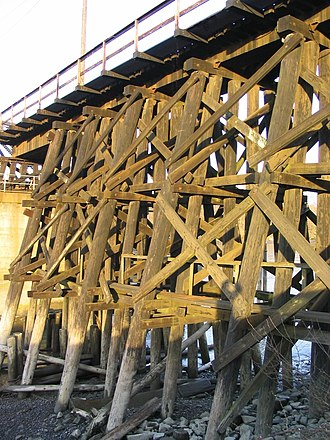 Trestle bridge - Image: Wooden trestle bridge approach