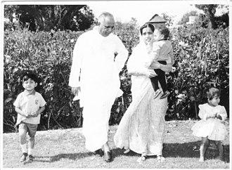 Yashwantrao Chavan - Chavan with his family.