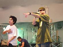 C4bal E Yudi Tamashiro Durante Um Show Em 2008