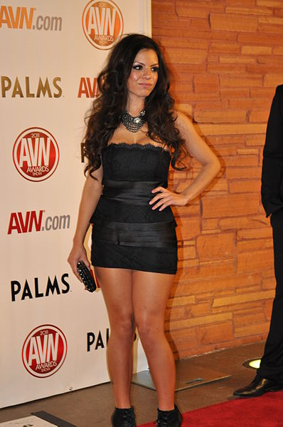 File:Yurizan Beltran at AVN Awards 2011 1.jpg