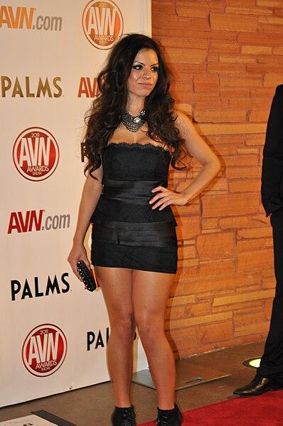 File:Yurizan Beltran at AVN Awards 2011 1.jpg