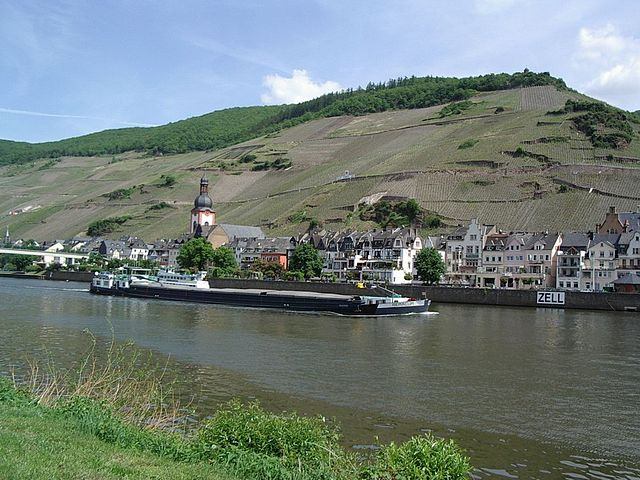 zell mosel travel guide tips for zell mosel germany tripwolf. Black Bedroom Furniture Sets. Home Design Ideas
