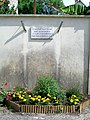 Ève (60), plaque victime d'Auschwitz, rue du Pont.jpg