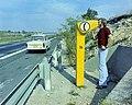 Érd 1975, M7-es autópálya, segélyhívó a 20. km-nél. - Fortepan 99390.jpg