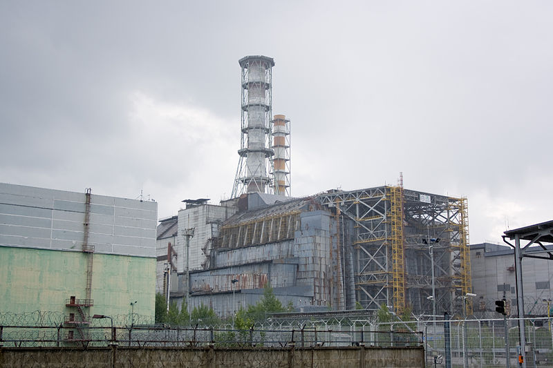 Pohled na vybuchlý reaktor černobylské elektrárny