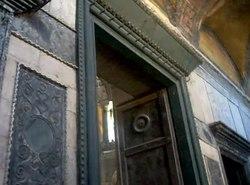 Dosya:İstanbul - Ayasofya, İmparator Kapısından giriş v1 - Mart 2013.webm