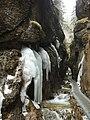 Ľadová výzdoba v dierach - panoramio.jpg
