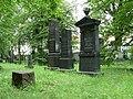 Židovský hřbitov (ČB) - 3 velké náhrobky.jpg