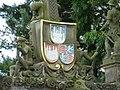 Герб на воротах замка Хартенфельс - panoramio.jpg