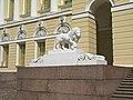 Михайловский дворец, львы у входа01.jpg