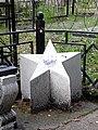 Могила Панькова - вероятно, старый памятник. обычно он - основной, но тут - в углу.jpg