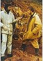 Начальник полевого отряда Д. Сумин даёт интервью во время раскопок на Котельничском местонахождении палеозойских четвероногих.jpg