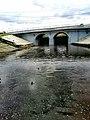 Озеро Карна разделяет мост.jpg
